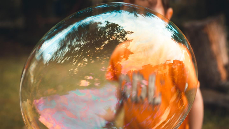 Kind in der Seifenblase